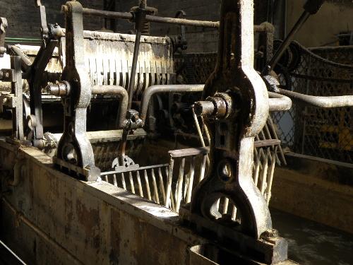 L'un des grands bacs de lavage de la laine