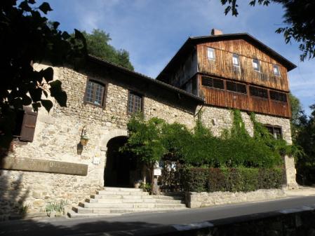 L'entrée principale du Moulin Richard de Bas
