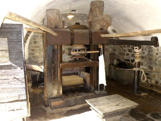 L'imposante presse manuelle du moulin