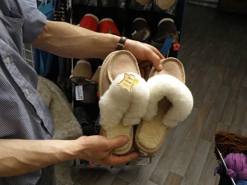 Des chaussons fourrés avec de la laine de mouton