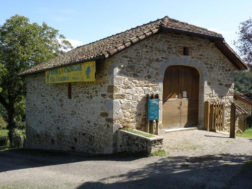 La grange dans laquelle est aménagé un espace muséographique